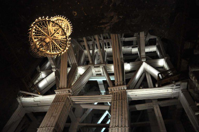 Kopalnia to przeogromne ilości stempli, podpór i wspornikowych konstrukcji drewnianych liczących setki lat