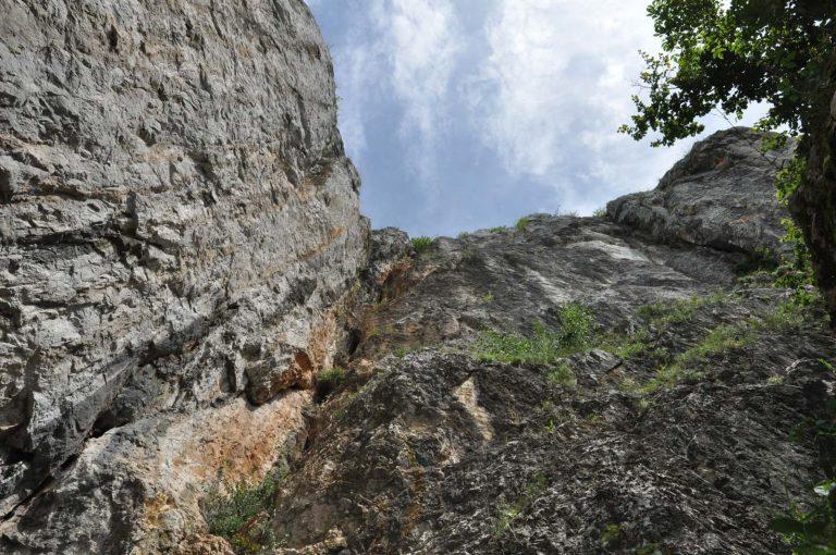 Wejście do jaskini krasowej Baradla
