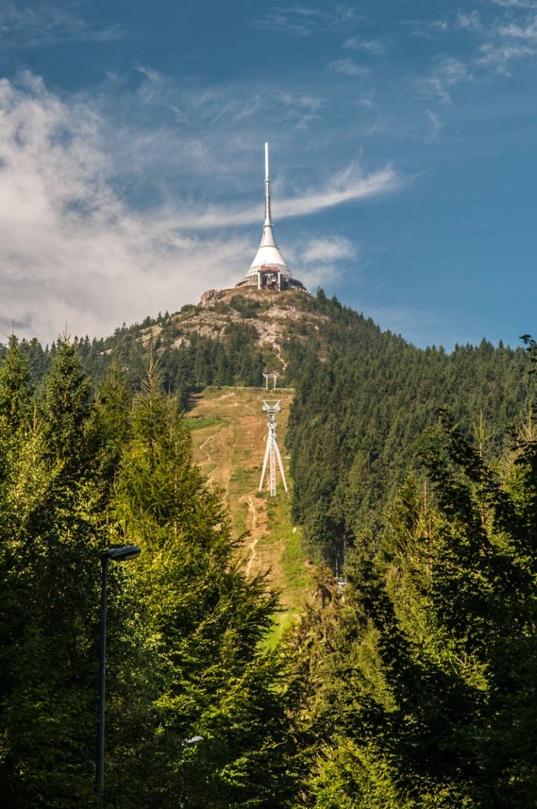 Jeszted - niezwykła budowla będąca przedłużeniem góry