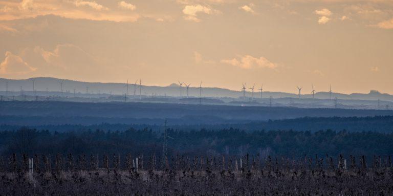 Widok na Góry Kaczawskie z Wzgórz Trzebnickich
